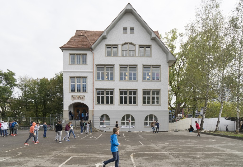 Schulhäuser, Kindergärten